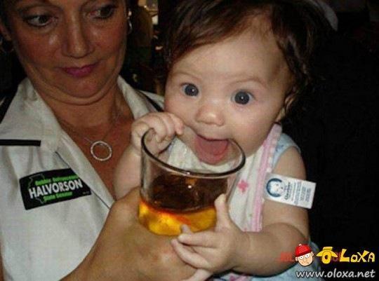 crianças que bebem