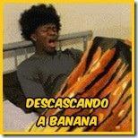 descascando banana
