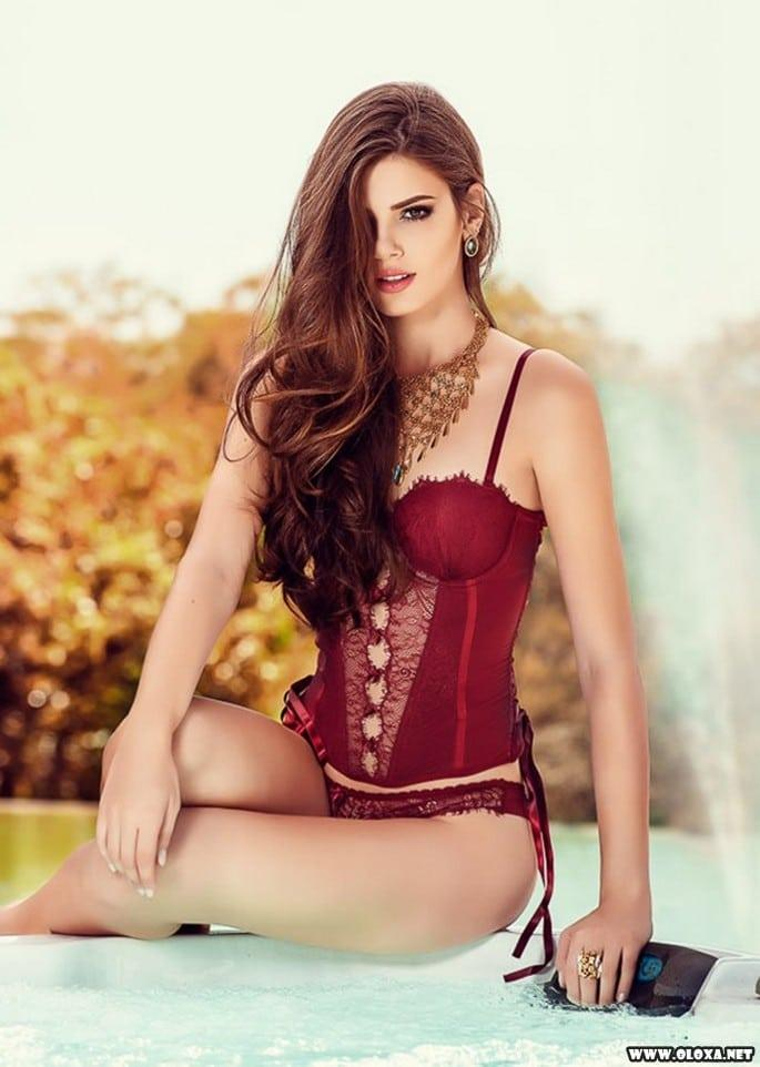 Gata da vez: Camila Queiroz (Angel de Verdades Secretas)