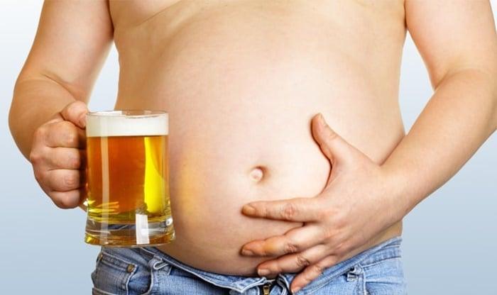 Cerveja não dá barriga e faz bem à saúde, diz estudo