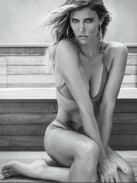 Fernanda Lima semi nua em um ensaio sensual pra revista VIP 13