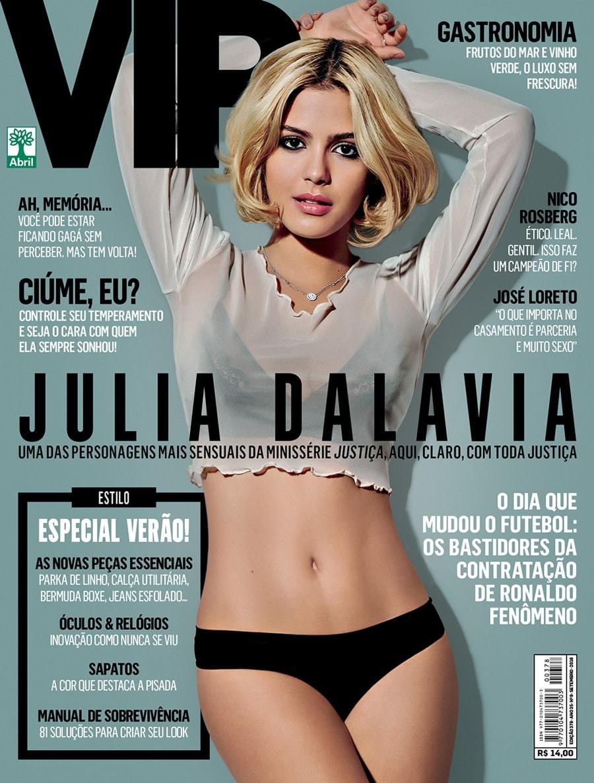 Julia Dalavia semi nua na revista Revista VIP