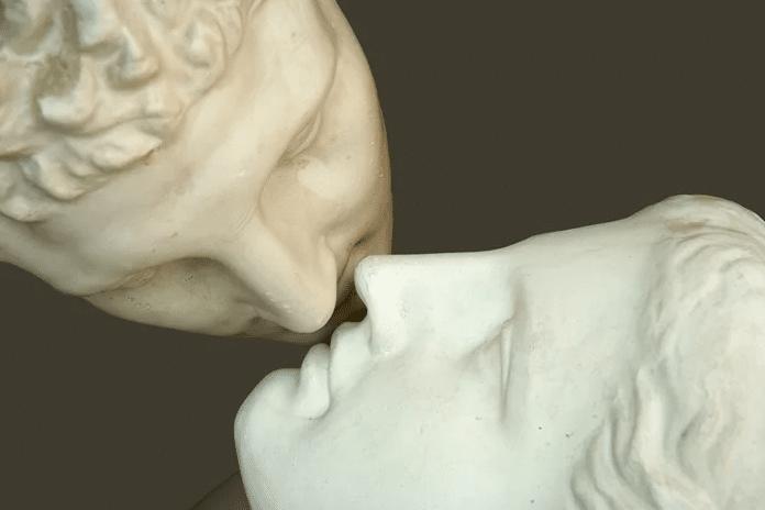 Dicas de como mandar bem em um beijo grego