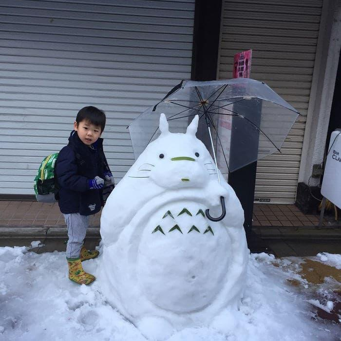 Veja a criatividade das pessoas quando neva no Japão 23