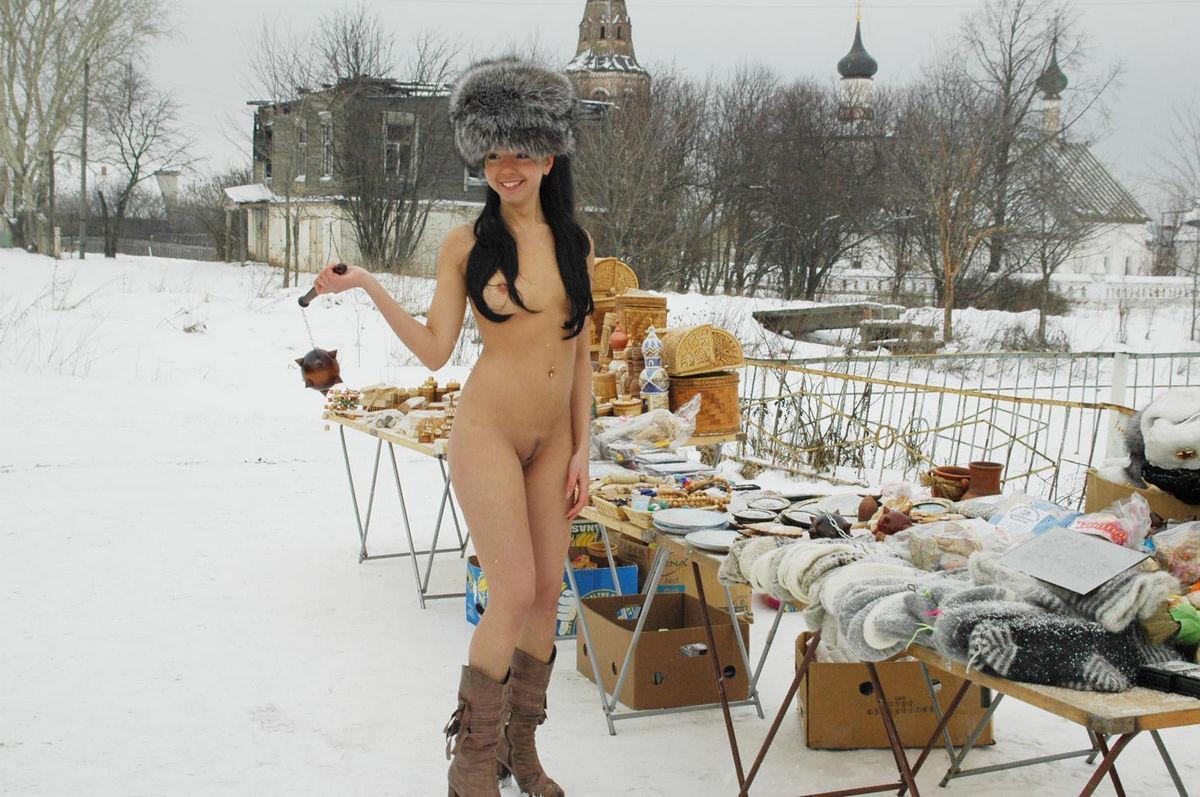 Veja essa morena pelada no inverno para chamar atenção 21