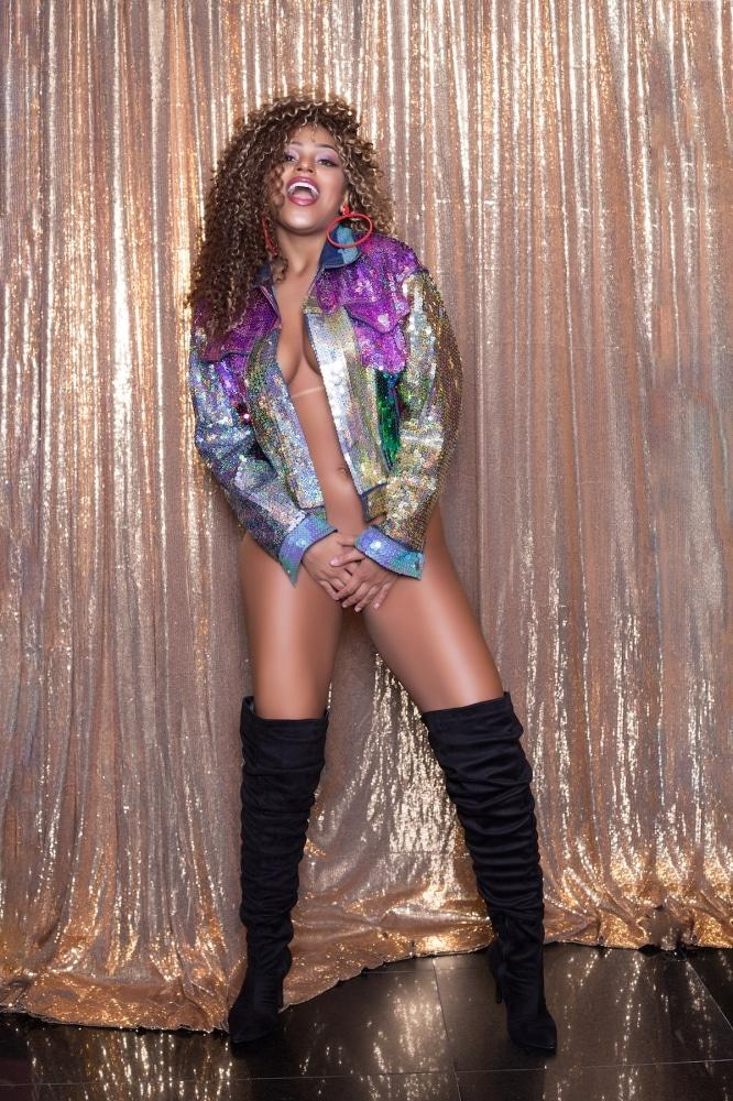 Erika Canela modelo brasileira em ensaio sensual 44