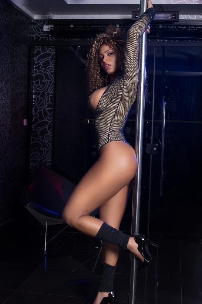 Erika Canela modelo brasileira em ensaio sensual 46