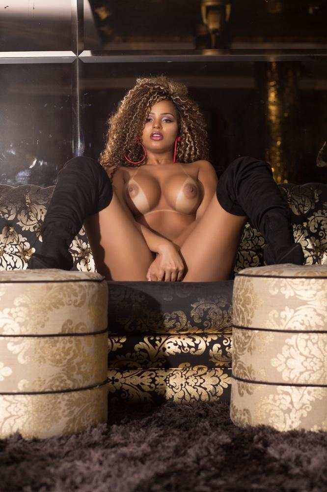 Erika Canela modelo brasileira em ensaio sensual 51