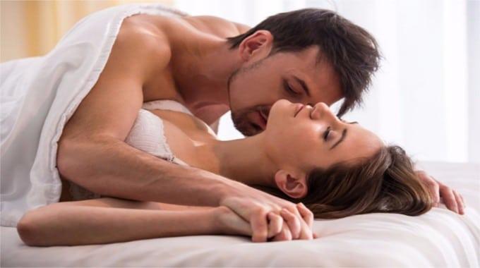 Posições sexuais caso o seu parceiro tiver o pau curvado