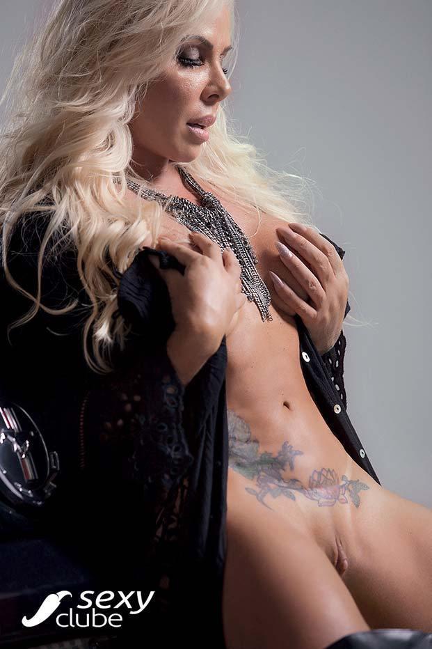 Rosana Menezes uma loira muito gostosa nua na Revista Sexy 51