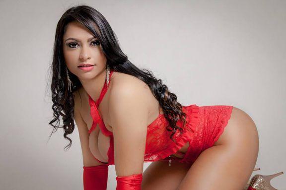Ellen Santana uma morena gostosa e nua na Revista Sexy
