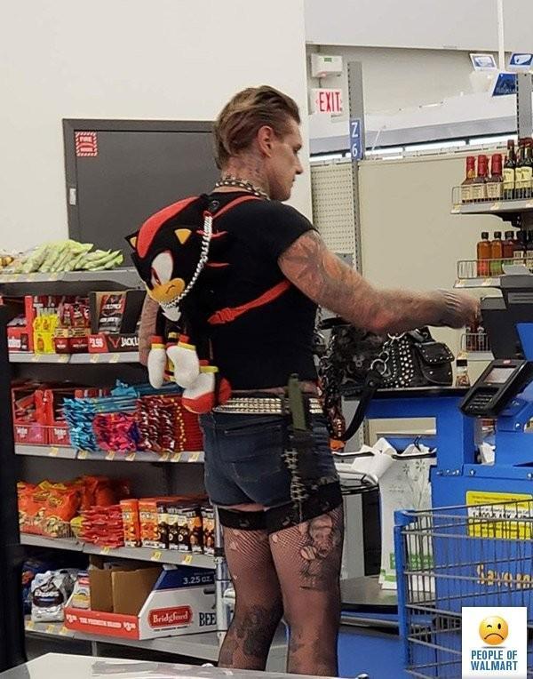 Clientes bizarros do Walmart pelo mundo Clientes bizarros do Walmart pelo mundo 1