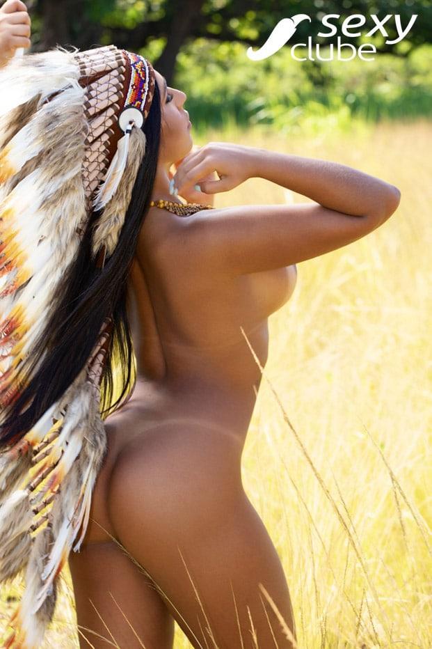 Aline Prado em ensaio de fotos semi nu para revista Sexy 21